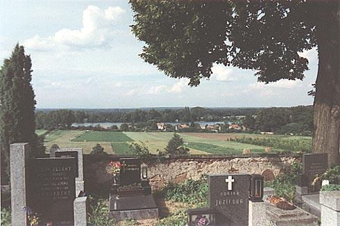 Pohled ze hřbitova