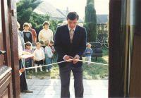 Rok 1991 - Stříhání pásky...