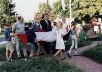 Četa vlajkonošů se státní vlajkou