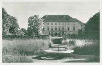 Pohlednice zámek cca r.1942 líc
