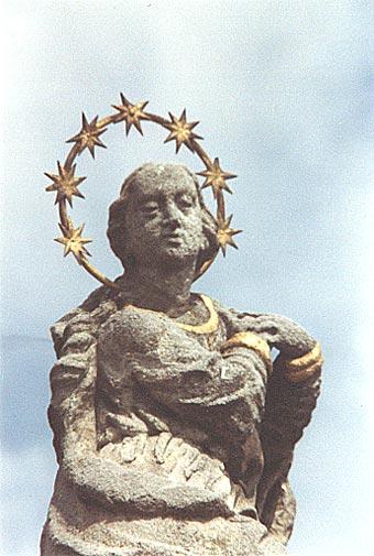 Detail sochy Panny Marie
