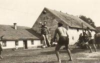 Match na Ovčíně ve Zdechovicích - počátek 40. let