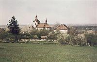 Kostel sv. Petra a Pavla a škola