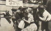Divadelní kroužek - Divadelní kroužek, Zdechovice. Na obrázku je paní Miluška - 1954