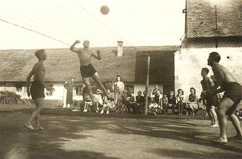 Match na Ovčíně ve Zdechovicích - počátek 40. let - 4