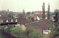 Zámek a kostel (ještě bez elektrárny Chvaletice)