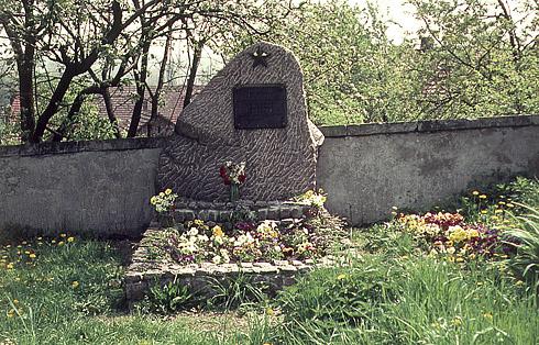 Hřbitov - pomník padlých sovětských vojáků