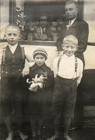 František, Emilie a Josef Chuticovi
