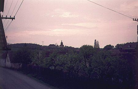 Zámek a kostel při západu slunce