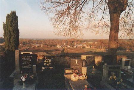 Výhled ze hřbitova