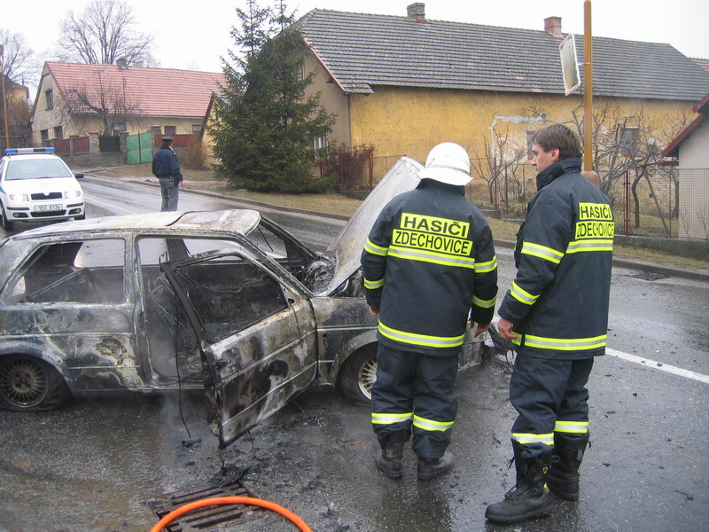 Požár VW Golf Zdechovice 06-4